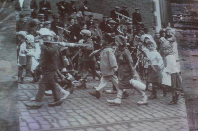 Dressed up schoolchildren ca. 1925
